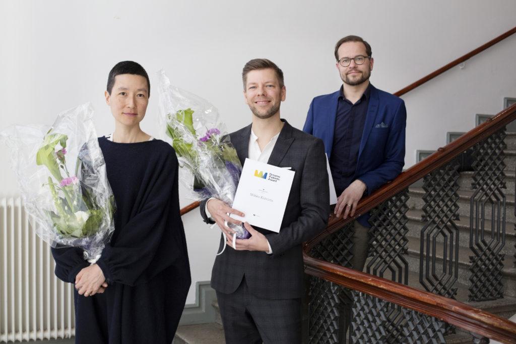 Ornamo-palkintoehdokkaat vuonna 2017 ovat palvelumuotoilija Mikko Koivistoo Koivisto, muotoilujohtaja Antti Olin ja suunnittelija Aamu Song. Palkintoehdokkaita yhdistää ajankohtaisuus, vaikuttavuus ja eteenpäin katsominen. Kaikki ehdokkaat ovat omalla panoksellaan tekemässä uusia avauksia muotoilun alalle, jota vakiintuneiden toimintamallien murtuminen haastaa parhaillaan voimakkaasti. Ornamo-palkinnon voitti Mikko Koivisto. Kuva: Anni Koponen