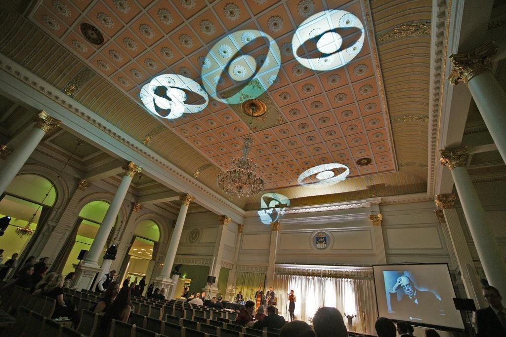 Ornamon juhlisti 100-vuotisjuhlaansa vuonna 2011. Tuolloin kultaisella ansiomerkillä palkittiin kymmenen ansioitunutta ornamolaista. Kuva: Tani Simberg