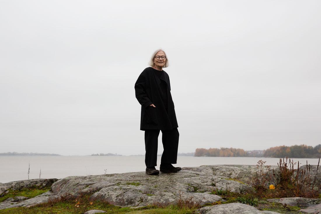 """Esteettinen kestävyys on Vuokko Eskolin-Nurmesniemelle tärkeää. """"Se ei tuhlaa, se ei pilaa mitään, se vain elää, jos se on hyvin ajateltu"""" Kuva: Katri Lehtola"""