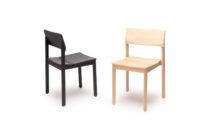 Musta ja puun värinen Railo-tuoli