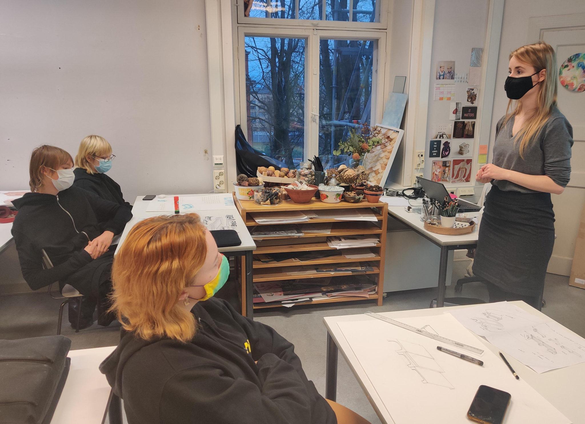 Linda Ukkonen teaches design learning course in upper secondary school class